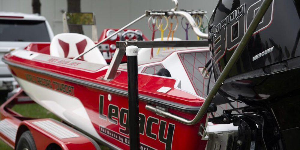 El equipo de esquí acuático de Mercury Marine se presenta con el récord mundial Guinness
